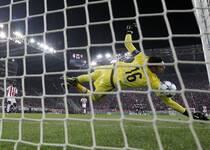 欧冠-吉鲁帽子戏法 阿森纳3-0小组出线