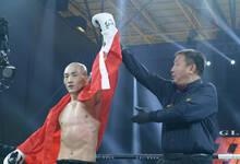 一龙20秒KO对手 获世界顶级泰拳S1金腰带