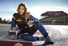 路特斯车队签约26岁女车手 金发美女梦想驾驶F1