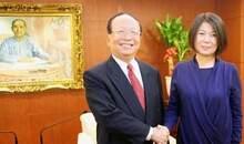 2009年毛泽东和蒋介石的哪两位孙辈曾握手言欢?