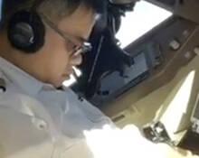 机长开飞机时睡着