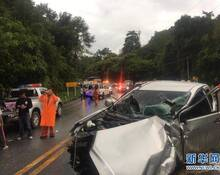 泰国大巴撞上皮卡 11名中国游客受伤