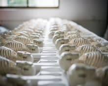 实拍人体模型工厂:老板从不让工人上夜班