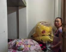 女子卖房救子蜗居楼梯角 丈夫愤怒出走