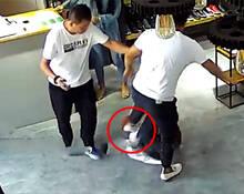 城管脚踹女店员 致宫颈出血