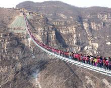 河北:当世界最长的玻璃吊桥走满人