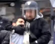 马克龙保镖当街打示威者 被罚停职15天
