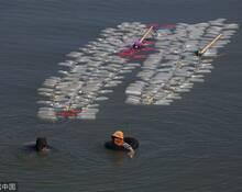 印尼女性背200个空壶逆流打净水