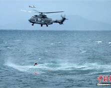 出动直升机 粤港协力台风中救出12名落水者
