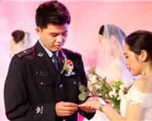 """""""嫁给我吧!""""南京一线民警举办集体婚礼(组图)"""
