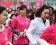 身影靓丽 南京女性粉色健身跑迎春(组图)