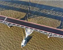 南京长江大桥主桥摊铺沥青崭露新颜(组图)