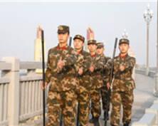 守护南京长江大桥50年 他们在哨位上迎新年(组图)