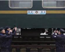 三位老乘警告别T66/65次列车(组图)