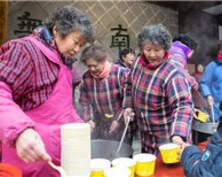 """""""过了腊八就是年""""!南京毗卢寺免费发放腊八粥"""