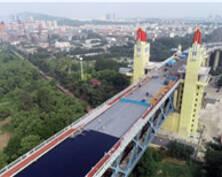 好消息!南京长江大桥主桥开始摊铺沥青了(组图)