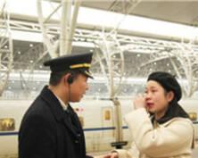 """铁路90后小夫妻的5分钟""""情人节""""(组图)"""