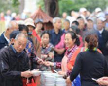 金陵名刹毗卢寺老人登高吃面(组图)