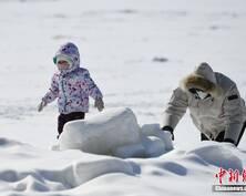 长春市民雪后享雪趣