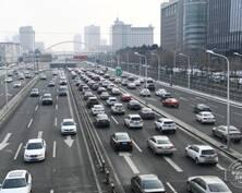 """长春市区迎来久违""""早高峰"""" 部分路段出现短暂拥堵"""