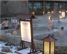 """吉林国际雾凇冰雪节开幕 温泉游成旅游""""新宠"""""""