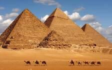 外媒:埃及金字塔附近发生针对游客的爆炸事件,14人受伤