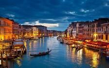 威尼斯禁止游客躺地上 违者最高500欧元罚款