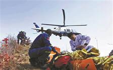 北京警方为救坠崖驴友启用直升机 专家:这些驴友应缴纳费用