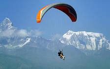 尼泊尔旅游胜地滑翔伞事故频发 3天3起事故致2死1伤