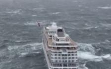 挪威邮轮海上遇险引擎故障 约1300名乘客等待救援