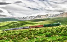 """新疆铁路今年将开行千列旅游专列 """"坐着火车游新疆""""指日可待"""