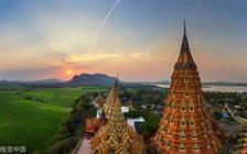 泰国曼谷警察加强布控 保障宋干节期间游客安全