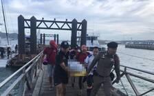 中国游客在泰国海边玩水时被大浪拍下岸 致1死2伤