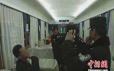 """五旬男子在列车上""""霸铺""""拒补票  被武汉铁路警方行政拘留"""