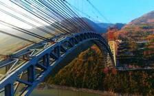 世界最大跨度铁路拱桥合龙   用钢量相当于6.5座埃菲尔铁塔