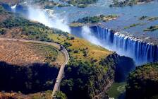 世界奇观维多利亚瀑布几近干涸