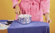 衣服皱了不用熨,一只平底锅就搞定!