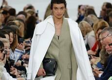 Celine新标准:裤子要拖地 包要能装人 大衣可以灌风