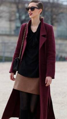 不知穿什么时就来这件酒红色大衣 也算守住了品味