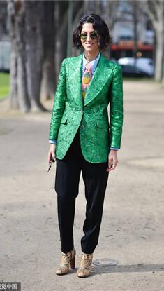 学街头潮人巧搭绿色穿出春意盎然