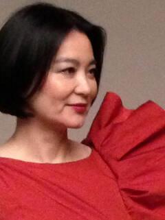 林青霞庆58岁生日 晒侧身美照
