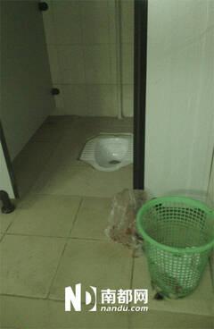 深圳新生男婴头脚对折被弃公厕垃圾篓