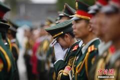 北京高校女生国旗护卫队照片