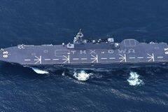 美航母归国日美舰员拼字秀亲密