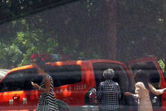 云南一消防车公车私用购物