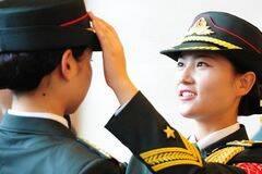 军方公开女子仪仗兵写真照