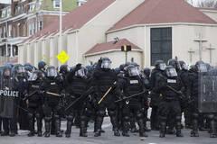 美国黑人黑帮暴乱与警察冲突现场