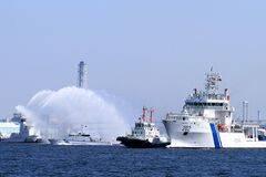 印度海警船到访日本洒水欢迎