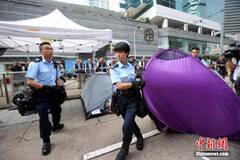 """香港警方清除""""占中""""障碍物"""