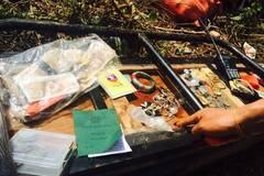 缅军被缴物品发现人民币和首饰